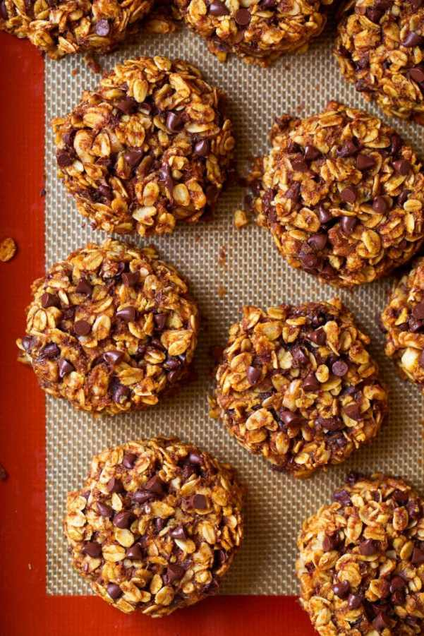 pumpkin-oat-chocolate-chip-breakfast-cookie-13-768x1152