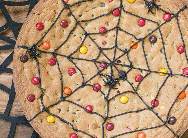 Spiderweb-Cookie-Cake-600x440